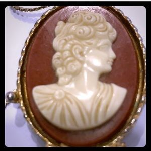 VTG Cameo Georgian Pendant with Gold Tone Necklace